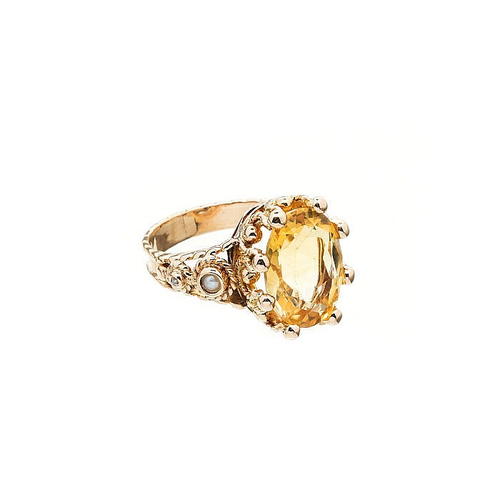Gold ring with citrine diamonds and pearls