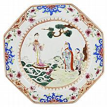 A CHINESE FAMILLE ROSE PORCELAIN PLATE, QIANLONG (1736-1795)