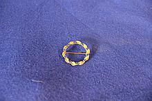 14kt Yellow Gold and Sapphire Pin
