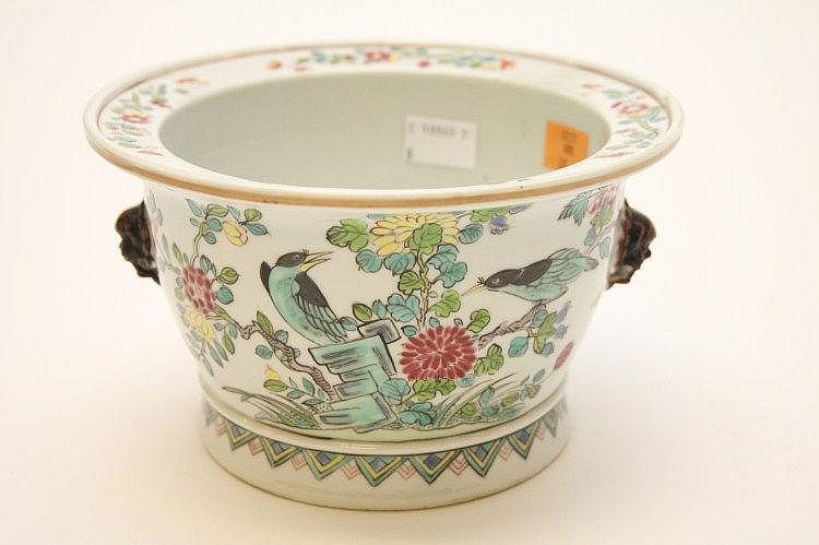 AN ATTRACTIVE FAMILLE ROSE PORCELAIN POT, late