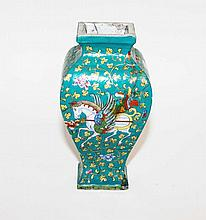 A VERY UNUSUAL CHINESE VASE, of square baluster