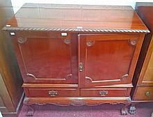A CHIPPENDALE STYLE MAHOGANY BLANKET CHEST, 20th cenury, the gadroon moulde