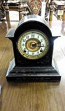 AN EDWARDIAN BLACK MANTLE CLOCK, round dial, approx 10in (25cm) high x 8in(