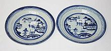A PAIR OF LATE 18TH CENTURY EARLY 19TH CENTURY PORCELAIN BLUE AND WHITE PLA