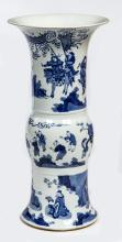 A CHINESE BLUE AND WHITE PORCELAIN GU VASE,