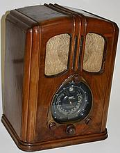 1937 Zenith Walton model 7-S-232 walnut tombstone