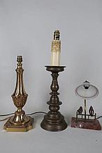 Ensemble de trois lampes comprenant deux pieds de lampe en bronze et une la
