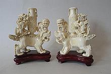 CHINE (Hong-Kong)  Paire de chimères en ivoire  Travail hong-kongai