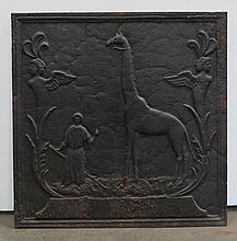 Plaque de cheminée à décor de la girafe Zarafa et de son mamelouk  Epoq