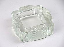 LALIQUE Cendrier Corfou en verre blanc, moulé-pressé satiné Signé à la poin