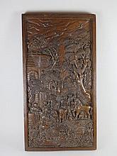 Grand panneau en chêne sculpté de scènes villageoises H_78,5 X 42 cm