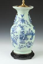 CHINESE BLUE AND WHITE PORCELAIN VASE, 19TH CENTURY. -
