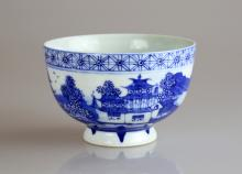 Chinese Qianlong Qing Dynasty Blue and White Glazed Porcelain bowl, Qianlong Qing Dynasty, circa 18th Century