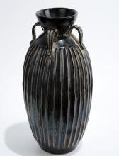 A BLACK GLAZE PORCELAIN HANDLED EWER WITH FOUR RINGS.C086.