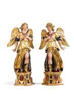 Paar stehende adorierende Engel