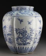 Chinese Ming Dynasty Blue & White Porcelain Vase