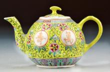 Chinese Qing Famille Rose Porcelain Tea Pot