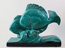 Groen aardewerk Art Deco vormstuk met vissen, 37x45cm