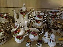 Servies Royal Albert 'Old Country Roses' ca 80 stuks