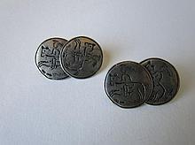 Twee plaatvormige zilveren ruiterknopen (manchetknopen) Steenwijk, Fa. M. Bijkamp en Co, 1925-1943, 18mm.