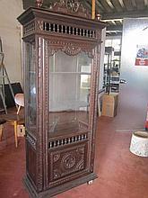 Bretonse vitrinekast, 19de eeuws, ca. 150x 81x41cm
