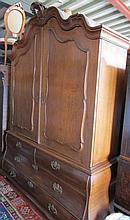 Eiken kabinet, drei laden, tweedeurs, ca 190cm