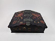 Chinees lakwerk kistje met twee kleppen, 20x26x10