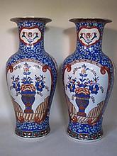 Twee grote Chinese vazen, 20ste eeuw, h. 94cm
