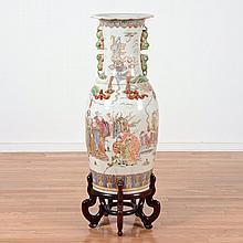 Chinese famille rose porcelain palace-size vase
