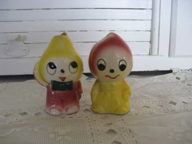 Made in Japan Onion character salt/pepper shakers