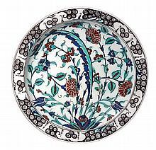 GRAND PLAT DE BOCH FRÈRES (VERS 1900)  en faïence polychrome, décoré d'