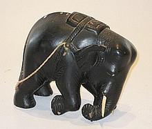 A kneeling wooden elephant figure, 20cm