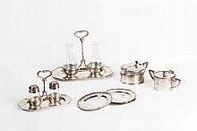 Set da tavola in metallo argentato con punzoni e fregi sabaudi