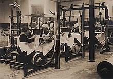 Studio Rembrandt di Ermelinda Carruba (1893-1945?) Donne ai telai in una fabbrica di tessuti, ca. 1920
