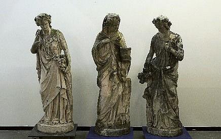 Trois Statues de Jardin, néoclassiques.