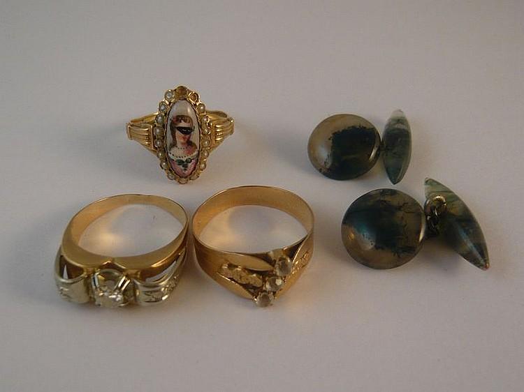 Lot de bijoux comprenant une bague en or
