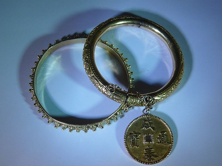 Suite de deux bracelets en or jaune