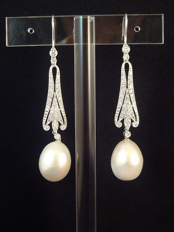 Jolie paire de pendants d'oreilles or gris