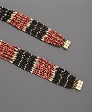 CELINE   Collier transformable à multi-rangs de perles noires, corail et blanches, alternées de viroles pavées de strass, deux fermoirs en métal doré sertis d'importants strass. Collier transformable en collier ras de cou et bracelet.    Non signé