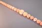 Collier en chute de perles de corail non polies. Longueur : 59 cm environ.