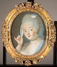 École du XIXe siècle dans le goût du XVIIIe siècle  « Femme au miroir »  Pastel sur papier dans un cadre ovale  40 x 32 cm
