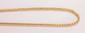 Chaîne en maillons pincés d'or jaune lisse et tressé.       Poids : 17,7 g.      Longueur : 47 cm environ.      An 18K gold necklace.