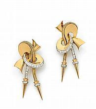Paire de pendants d'oreilles naeud stylisé d'or