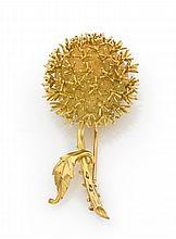 Broche châtaigne en or jaune brillant et amati.