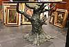 Table en piètement de bronze figurant un tronc au naturel animé d'oiseau. Plateau de verre.   Années 70.