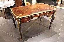 Bureau en bois de placage, trois tiroirs en ceinture