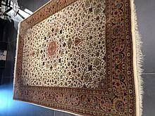 Tapis persan GHOUM en laine moderne en soie