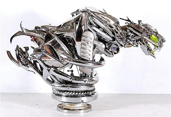 PABLO CASTILLO, Animal, Escultura elaborada con partes de automóvil y coral cerebro, 97 x 158 x 64 cm, Con certificado.