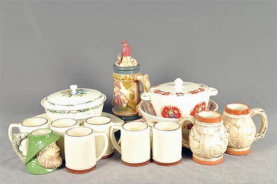 Lote de cerámica y porcelana. Elaboradas en cerámica policromada. Diferentes tamaños y diseños. Piezas: 15