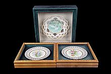 Lote de platones decorativos. En porcelana. Diseños calados y polilobulados. Con motivos animales, vegetales y florales. Pieza: 3
